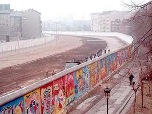 nnées 80 80's actu actualités 1989 mur de berlin allemagne chute wall est ouest libération