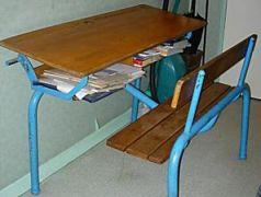 pupitre années 80 école écoliers souvenirs bled punition bordel devoir case