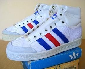 basket adidas bleues blanches avec semelles pour gymnase ou